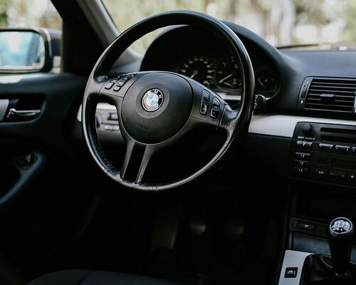 interior-car-black-bmw